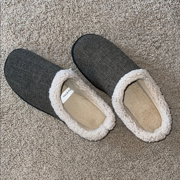 Isotoner slippers brown